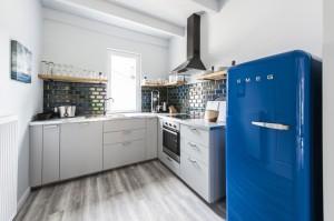 Küche mit 220 Liter Kühlschrank
